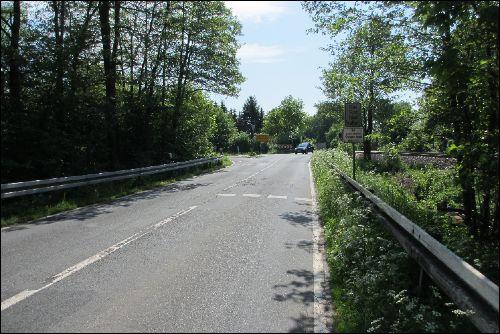 Landesstrasse 192 am Bahnübergang nach Himmelreich