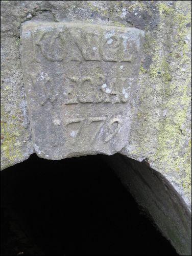 Wegebausteine von 1779 als Brückenschluss