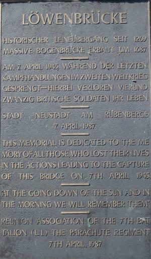 Gedenktafel an die Sprengung im April 1945 and der Löwenbrücke