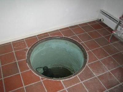 Alter, historischer Brunnen im Neustädter Storchenhaus