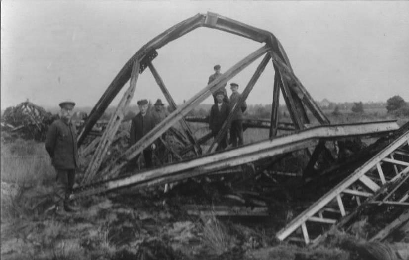 Überreste des Funkenturms in Eilvese bei Neustadt - nach der Sprengung