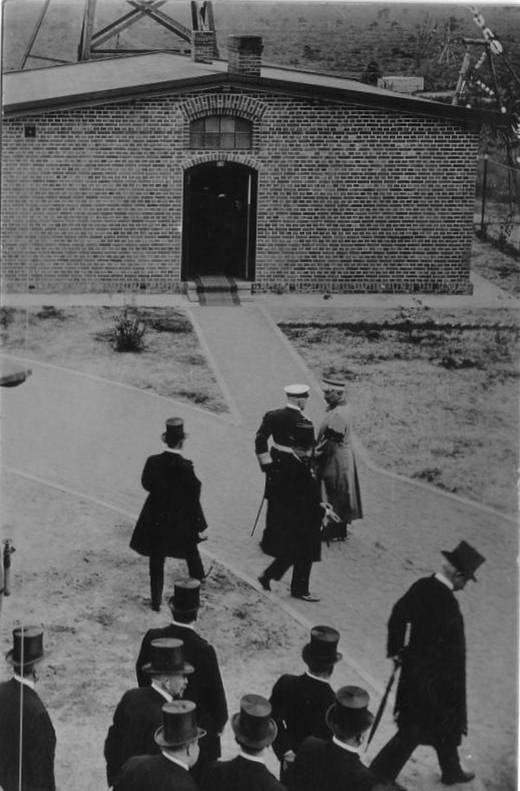 Kaiser Wilhelm der Zweite eröffnet den Funkenturm in Eilvese
