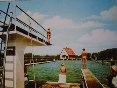 Sprungturm im alten Freibad