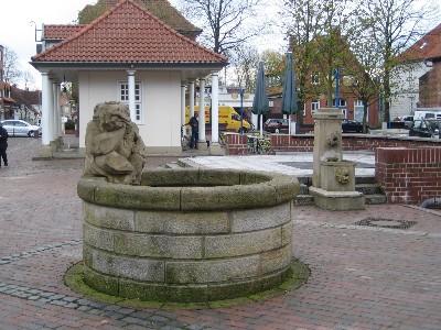 Froschbrunnen - modernes Wasserspielchen mit Stein-Frosch