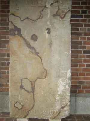 Die wohl älteste Grabplatte auf dem Friedhof in der Lindenstrasse