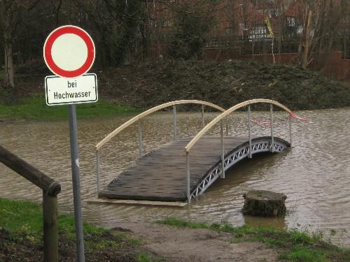 Der neue moderne Hafen bei Hochwasser