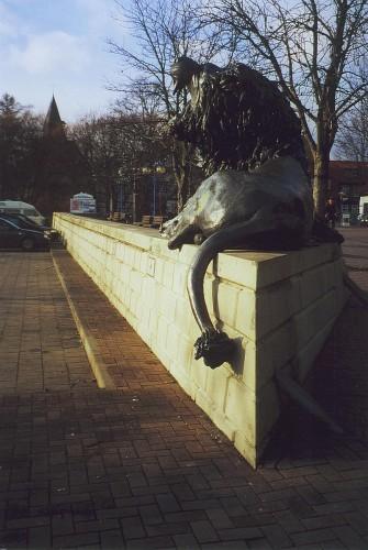 Moderner Löwe bewacht den Neustädter Silberschatz