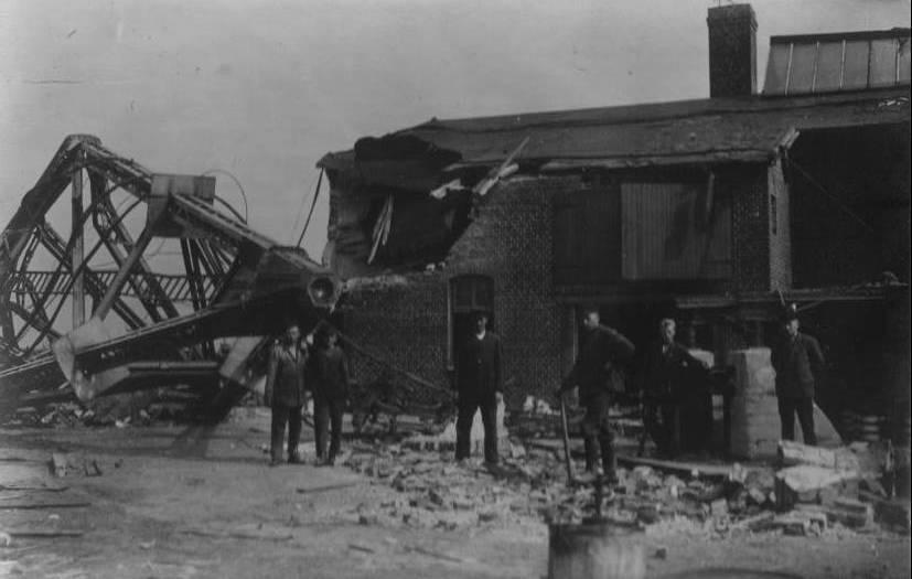 1931 wird der Telefunkenturm bei Eilvese gesprengt - er hat ausgedient