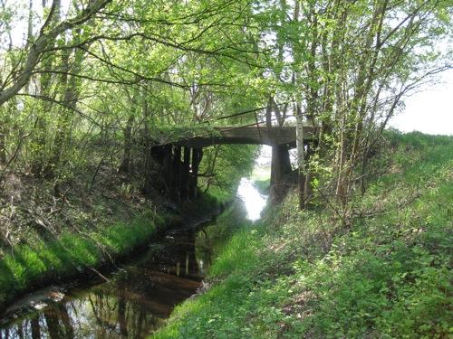 Brücke aus alten Zeiten über einen Entwässerungsgraben im Toten Moor