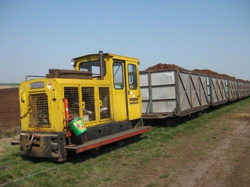 Moderne Dieselmotor-betriebene Torfmoorbahn