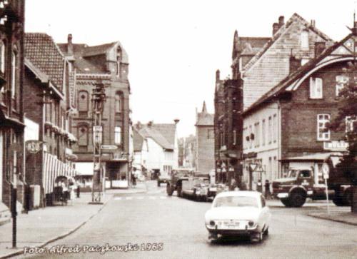 Kreuzung Wunstorfer Strasse / Marktstrasse ca 1965 (Foto:Alfred Paczkowski)