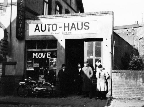 Links: Autohaus und Reparaturwerkstatt Wentje, mittig: Autohaus Bormann. (Foto: Wage)