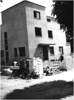 Rohbau des Bauhaus-Stil Gebäudes