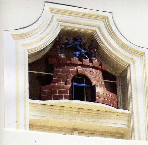 Wappen über der Eingangstür im Obergeschoss