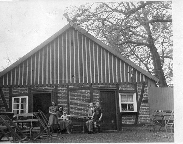 Ehepaar Gertrud und Henry Zinne mit Sohn Henry. (Foto: Zinne, Privatbesitz)