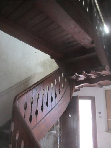 Das Treppenhaus zeugt von vergangener Eleganz. Viel Prominente haben hier die Schlafräume aufgesucht