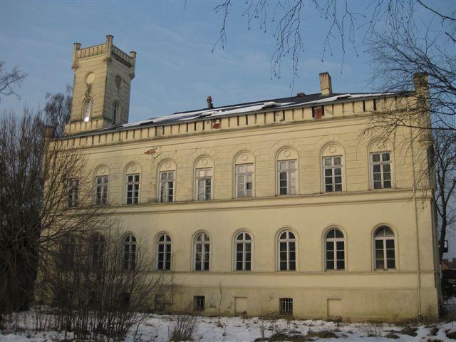 Gartenseite der Villa, Charakteristisch ist der Turm, dient auch als Treppenhaus zu den Etagen (Erbaut vor 1867)