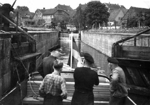 Historisches Foto - Beim Schleusen in Neustadt