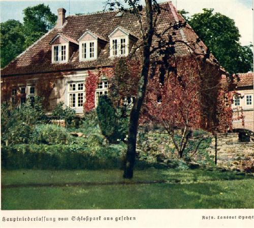 Aufnahme des rückwärtigen Kreissparkassengebäudes etwa 1940 durch Landrat Specht. Der Amtsgarten, von dem aus dieses Foto gemacht wurde, stand dem Landrat damals als Privatgarten zur Verfügung.