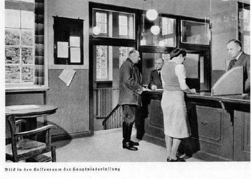 Kassenraum der Stadtsparkasse um 1940