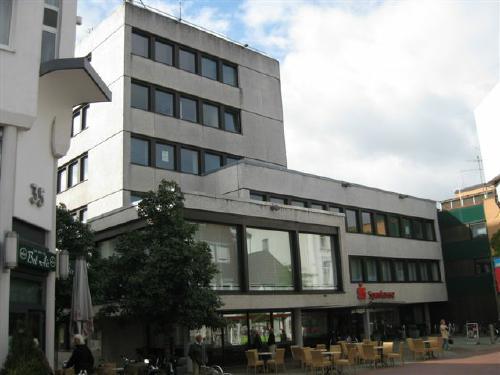 Das Gebäude der Kreissparkasse in Neustadt, heute.Foto Dyck 9/ 2011