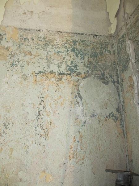 Friesmalerei im Haus aus Stampfbeton