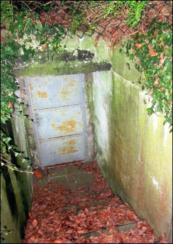 Schutz vor Fliegerbomben: Bunkerausgang Gartenseite (Foto Dyck 2014)