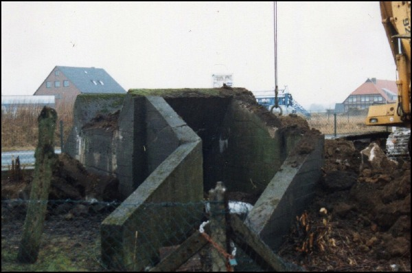 Freigelegte Bunkeranlage vor der endgültigen Beseitigung (Foto Rehbock)