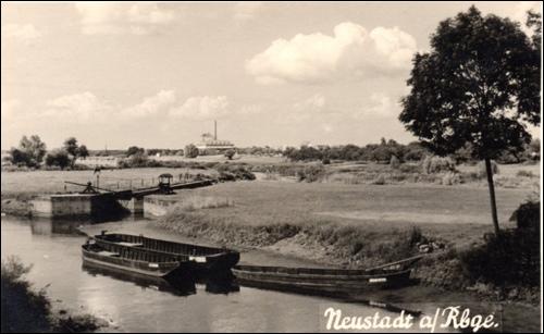Postkarte Kleine Leine mit Schleuse. Schleuseneinfahrt 50er Jahre (Private Postkarte)