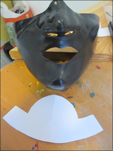 Paper pattern for the base plate for the throat protection