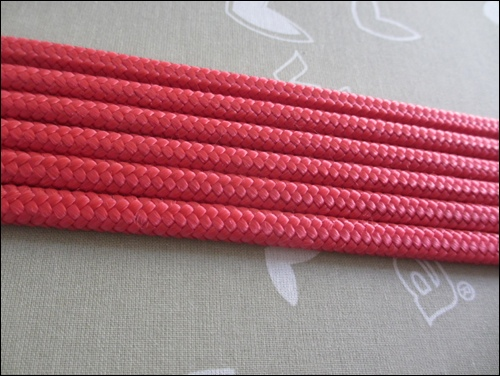 After having removed the core fibres from the rope, I gave them a light ironing in order to get them in the right shape