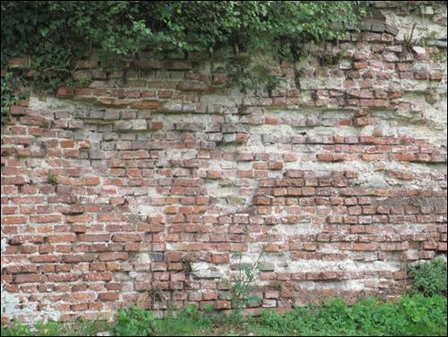 Kaum noch erkennbar: Reste der ursprünglichen Klinkerverblendung (Foto Dyck 6/15)