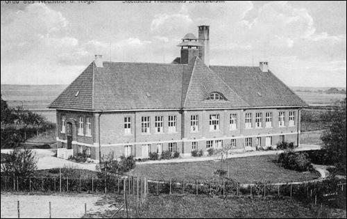 """Aus """"Neustadt am Rübenberge, Geschichte in Fotografien"""" 2014 Rückseite des Gebäudes ca. 1911/12"""