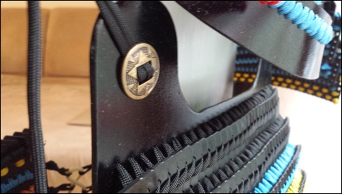 A Kydex plate was fixed to the armor on the top.