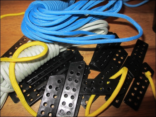 Laces and lamellars of plastic
