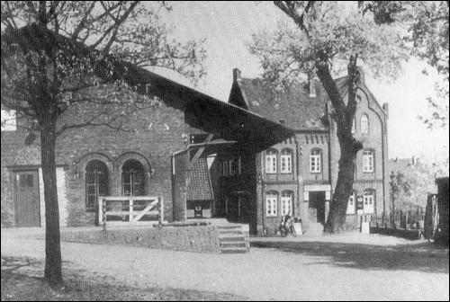 Das Gasthaus Scheve und Güterschuppen der Bahnbetriebe (Foto: Scheve)