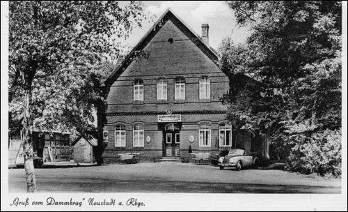 Postkarte aus den 1960ern:Gruß vom Dammkrug mit DKW. Die Bundesstraße 6 ist nun eine Kraftfahrzeugtaugliche Straße - eine Tankstelle ist nötig.