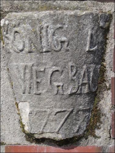Meilenstein auf dem Kirchplatz in Neustadt (Foto: Dyck)
