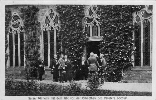 Kaiser Wilhelm mit dem Abt vor der Bibliothek des Klosters Loccum (Postkarte)