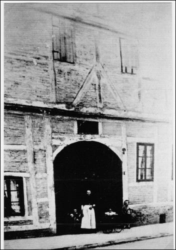 Kallmeyers Ackerbürgerhaus von 1729 in der Marktstraße 27 in Neustadt am Rübenberge. Vermutlich das erste Haus, welches jenseits des Stadtwalls genau wurde.