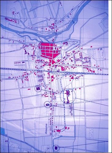 Stadtplan 1951:Der Stadtplan von 1951 zeigt noch die in sich geschlossene Altstadt, in den Randbereichen ist Einzelhaus- Bebauung mit vielen Baulücken erkennbar