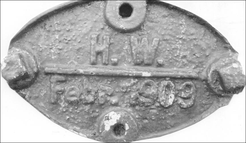 Hochwassermarke 1909 vor der Kleinen Leinebrücke (Foto Dyck 2019)