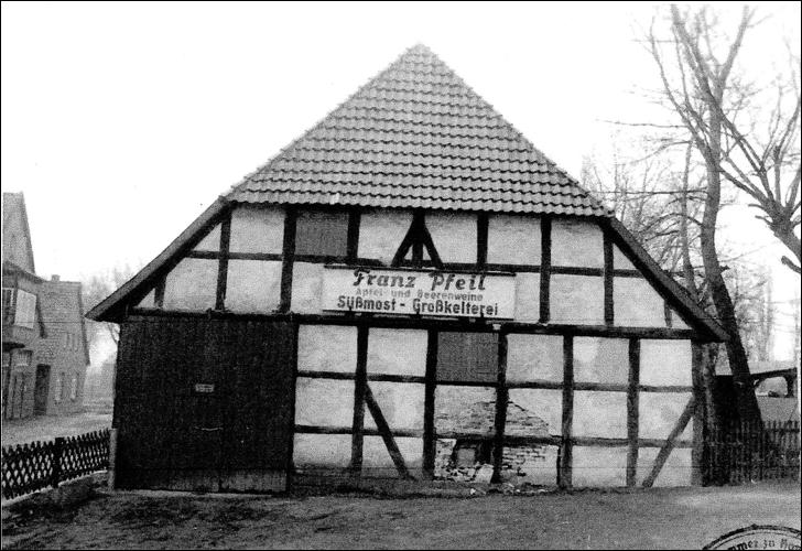 Foto anlässlich der Aufnahme eines Unfallschadens 1965 (Foto Franz Pfeil)