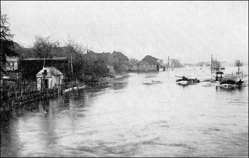 Historische Überschwemmung in Neustadt. Die Schleuse und Mühle bei Hochwasser (Abbildung 39 in Winkel S, 260, leider ohne Quellen und Zeitangaben,Vermutlich 1905 oder 1926)