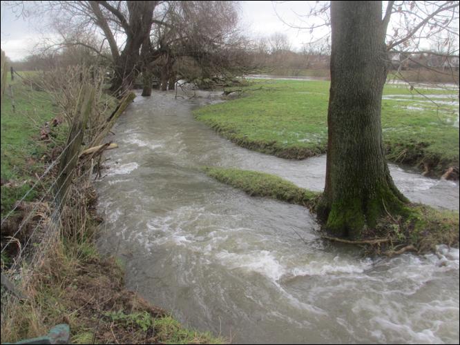 Die Sandschleuse: Die Fluten haben den alten Lauf der Sandschleuse wiederentdeckt (Foto Dyck)