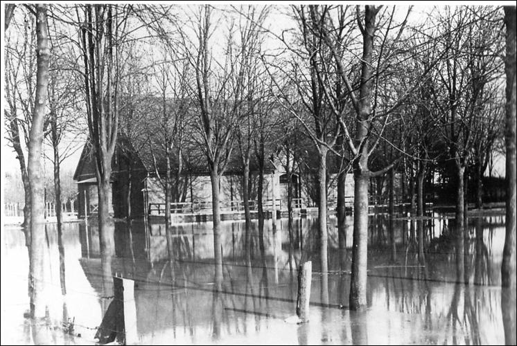 Überschwemmung von 1909: Die Bürgerhalle